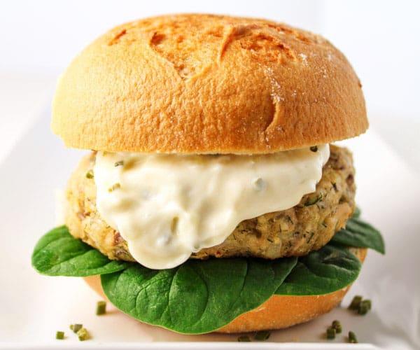 Parmesan-Dill-Salmon-Burger-with-Garlic-Aioli-121