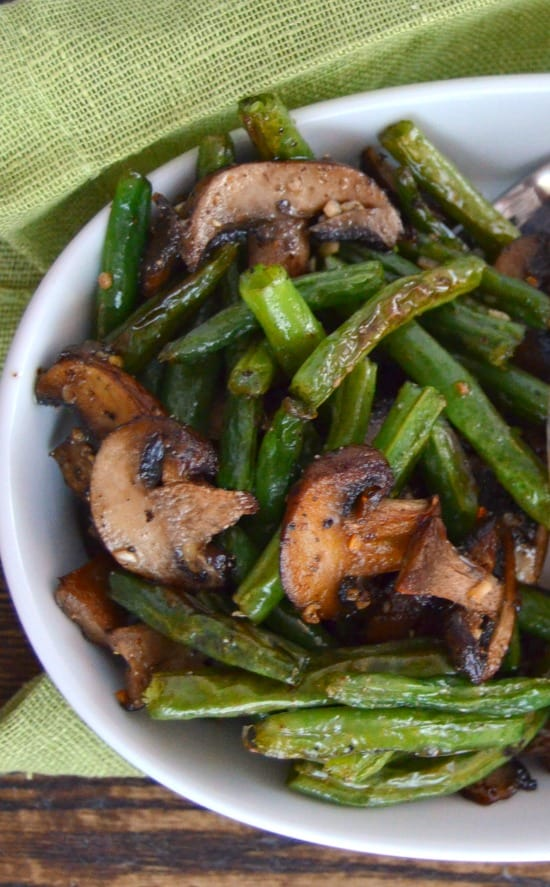 roasted-green-beans-and-mushrooms-with-garlic